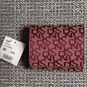 New DKNY Signature Logo Vintage Bi-Fold Wallet